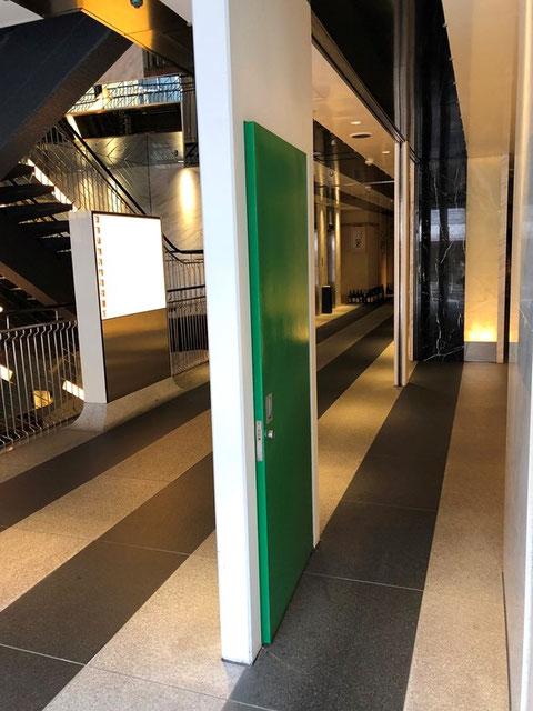緑色くぐり戸