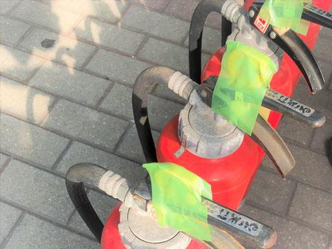養生される加圧式消火器