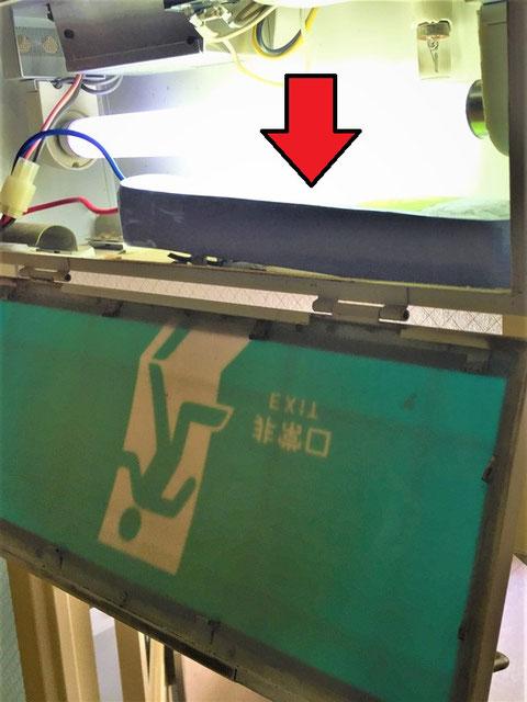 従来型の誘導灯には大きいバッテリー