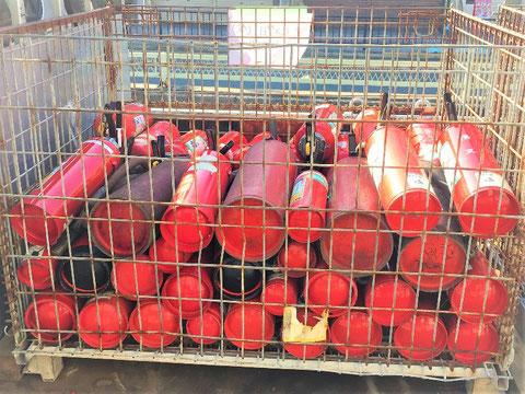 廃棄処理(リサイクル)される消火器