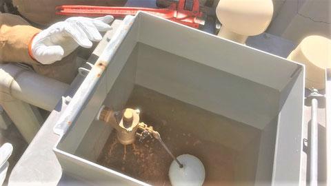 補給水槽を開けて、試験前の水位などを確認しておく