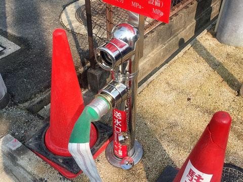 消防ポンプ車の水をSPヘッドから放水するための送水口