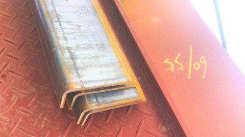 分厚い鋼板 避難ハッチ