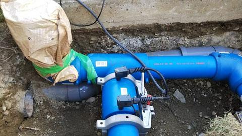 地中埋設部分での電気融着作業も可能