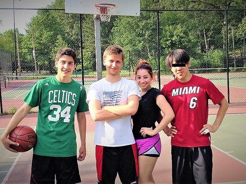 ホームステイの仲間とよくバスケ