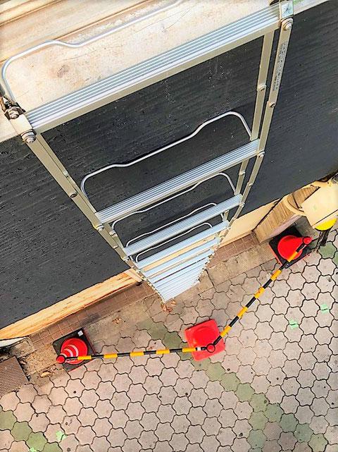 吊下げ式避難はしご展張