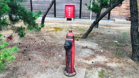 道には歴史を感じる消火栓