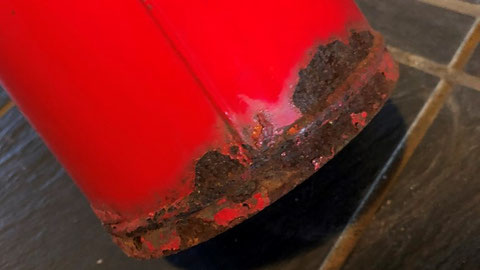 消火器本体容器の底部分に発錆