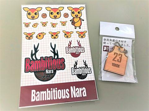 バンビシャス奈良のステッカーと横江選手の木