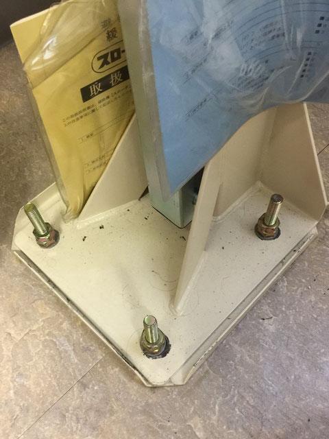 緩降機土台はボルトナットで頑丈に固定