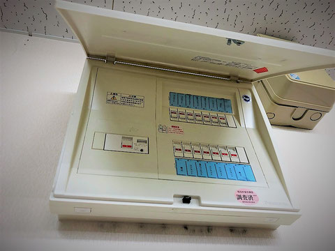 分電盤は主幹から複数の開閉器が分岐