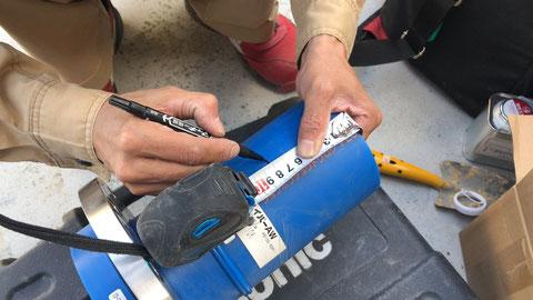 接合の為に切削する箇所を測ってマーキング