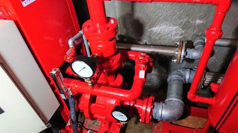 消火配管を所定の箇所に繋ぐ