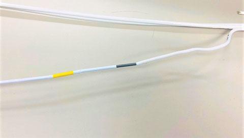 熱電対部に剥いた接続電線を入れる