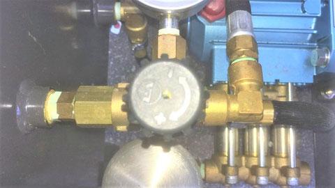 試験器内のバルブで出力調整