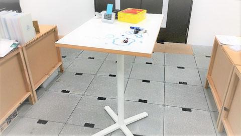 立って使えて天板がホワイトボードな机