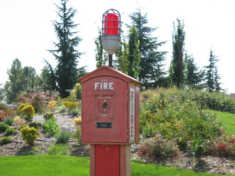 https://upload.wikimedia.org/wikipedia/commons/6/6c/Magnuson_Fire_Alarm.jpg