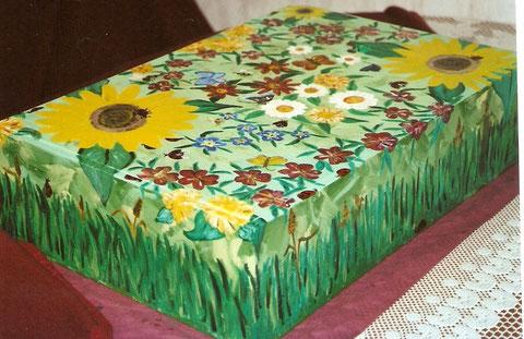 Blumenwiese auf Holzbox