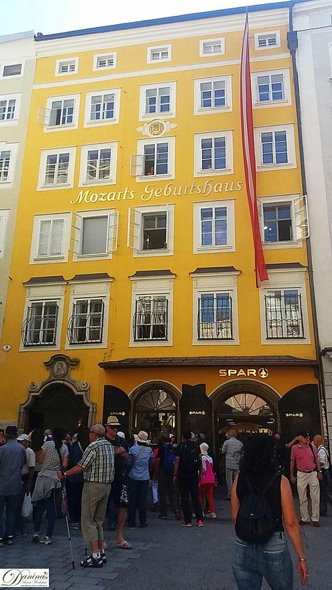 Salzburg, Mozarts Geburtshaus in der Getreidegasse Nr. 9