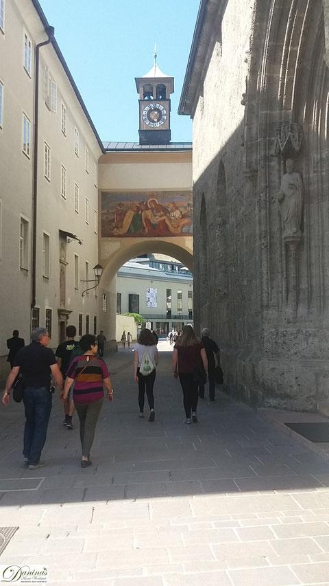 Salzburg, Franziskanergasse führt vom Dom zur Franziskanerkirche