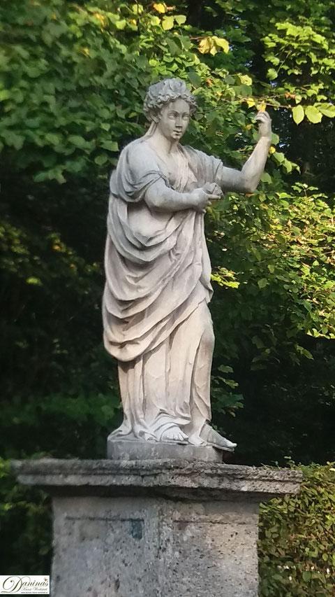 Salzburg Schlosspark Hellbrunn Steinfigur