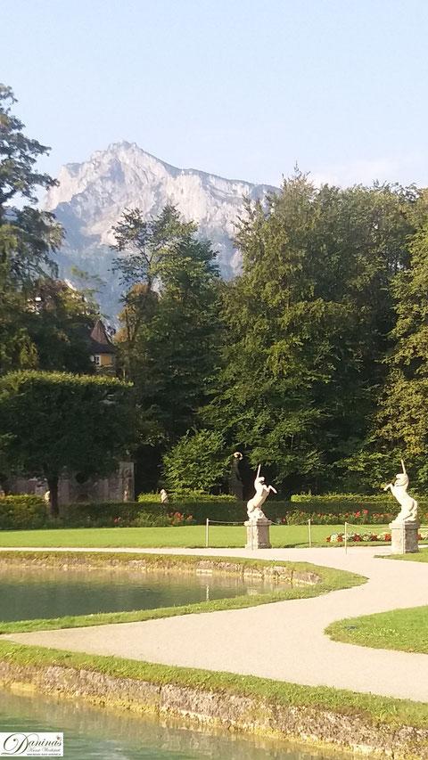 Salzburg Schlosspark Hellbrunn Blick zum Untersberg