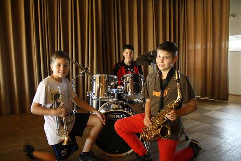 Andreas Wehner (Trompete)      Johannes Lang (Schlagzeug)     Tobias Ott (Saxophon)