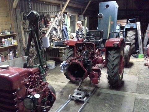Dazu wurde der Traktor erstmal geteilt.