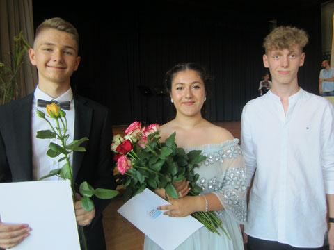 Wurden als Klassenbeste geehrt (von links): Michael Zeeb (10c), Aylin Eber (10b) und Lucas Wehmann (10a)