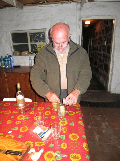 ...però prima ci vuole un aperitivo. Lo Scana, maestro di cocktails....