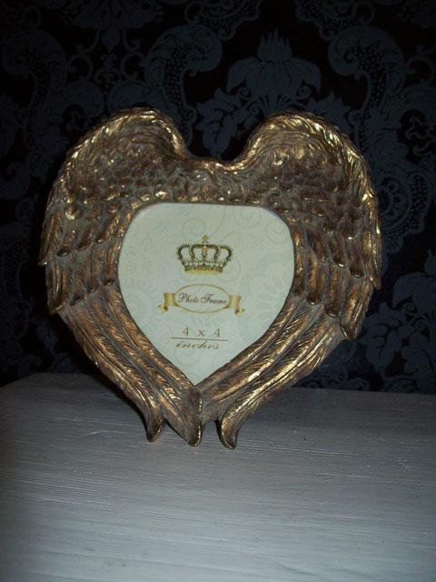 Bilderrahmen Engelflügel in gold....ca. 18 cm breit und ca. 19 cm hoch,zum stellen