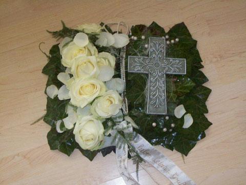 Blumenschmuck zur Urnenbeisetzung