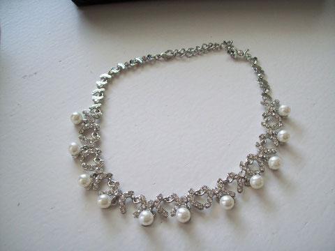 Perlen und Strass