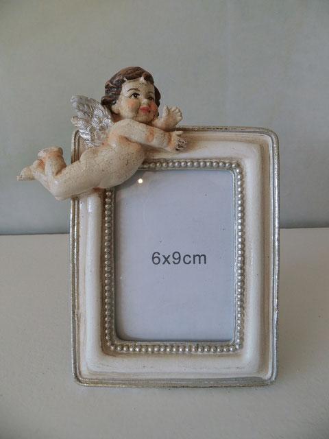 auf antik gestylter Bilderrahmen mit barockem Engel