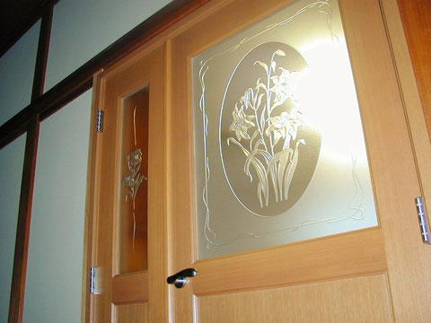 エッチングガラスを使ったこだわりのオーダーメイドドアです。
