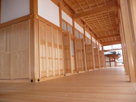 高い技術力が活かされた寺社の建具施工です。