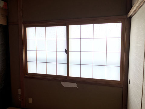 インプラス和紙調ガラス組子付の施工