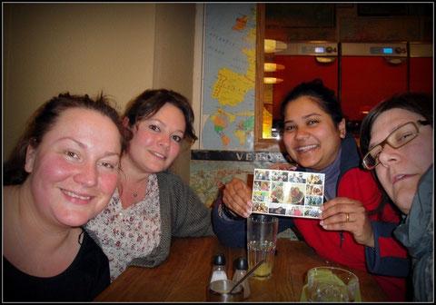 Maria (Hollande), Kathrin (Allemagne) et moi  venues souhaiter bonne chance à notre amie Elaine (Inde) qui nous quitte pour... la Suisse ! Promis, on se revoit bientôt !
