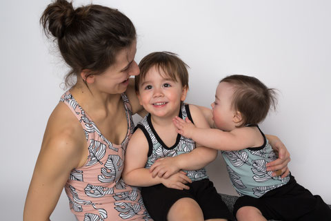 Women's and kid's tank tops in organic cotton (Photo credit: Vicky Girouard Photographie)
