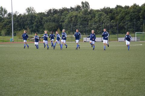Die Schalker U 11 beim warm laufen