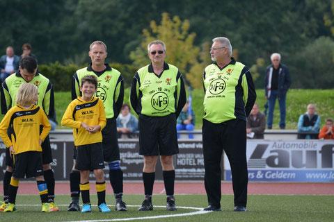 Links Fritz Müller der an diesem Spiel Geburtstag hatte, rechts daneben H. Lamke einer der Gründer der 2.AH GSV Moers