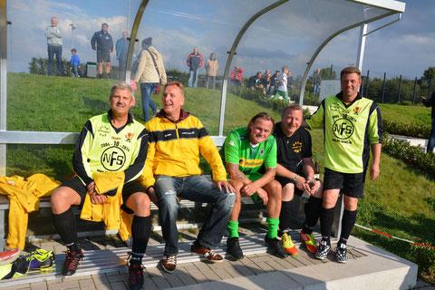 Die Ersatzbank des GSV mit Raimund,Fredy,Jörg,Markus und Jürgen