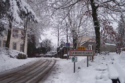 lamontélarié  entrée de village sous la neige