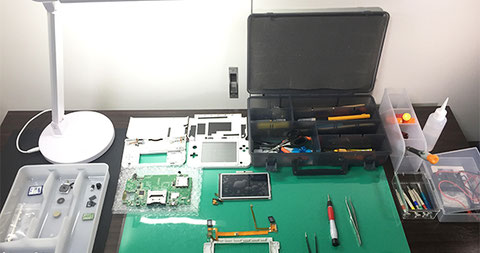 iPhone、任天堂スイッチ、DSの修理の様子