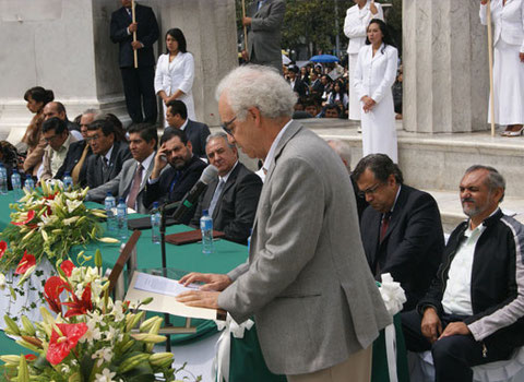 El historiador Francisco Martín Moreno, previo a la firma de la Declaración Ciudadana México Laico el 1 de febrero de 2012.