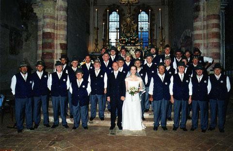 """2001 - Settembre - Cassine - La """"prima volta"""" di un matrimonio musicato da un Coro Alpino?"""