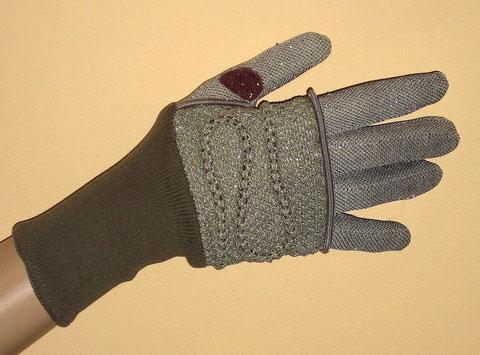 Bloody Venus Landing Glove