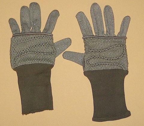 Paula Morales Venus Landing Gloves