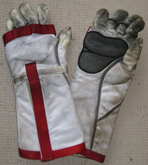Extra Glove pair : Screen Used from episode #13