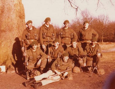 Gruppe von Sgt Schmitz: oben Huby, Peters, Allmanns und Stellmann der leider nicht mehr lebt. Unten: Bach,? Velz, Goor und Maraite